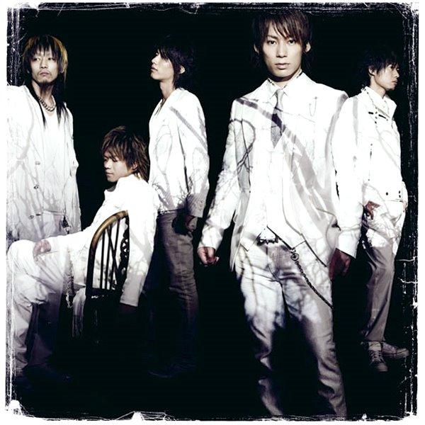 uverworld-hakanaku-cover